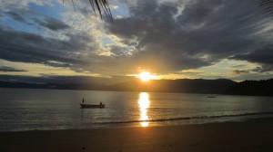 Atardecer en Playa Huina, Bahía Solano